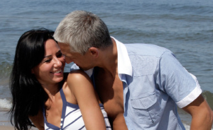 Better With Age: 10 Pros And Cons Of Dating An Older Man